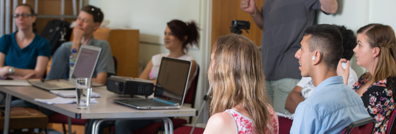 A BSL course taking place